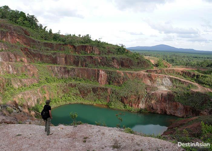 Mendaki gunung menjadi opsi aktivitas baru di Belitung.