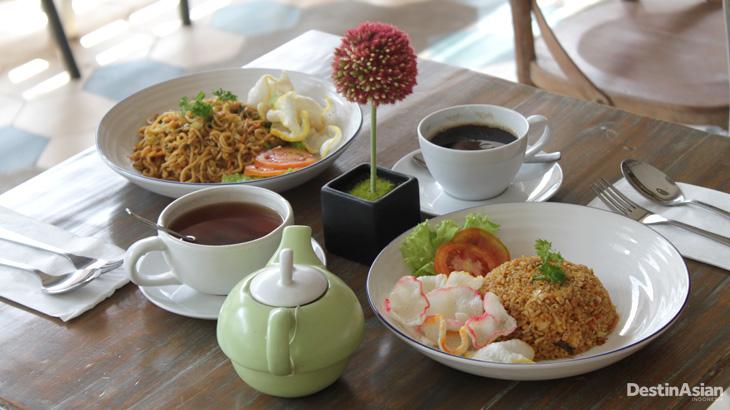 Pilihan sarapan gratis di Summerbird. Tersedia juga menu berbayar lainnya.
