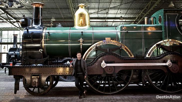 Railway Museum menampung beragam lokomotif dari abad ke-19. (Busana oleh Hermes).