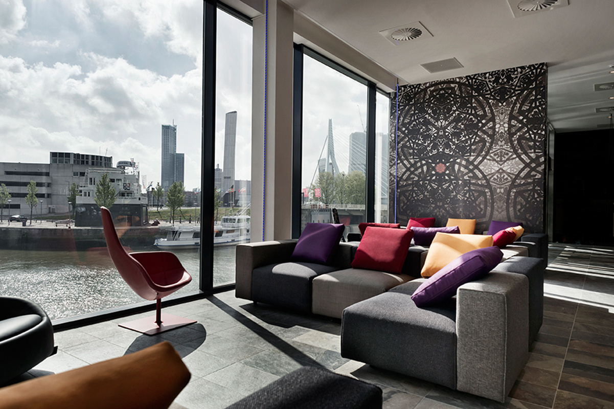 Area lounge di Mainport.