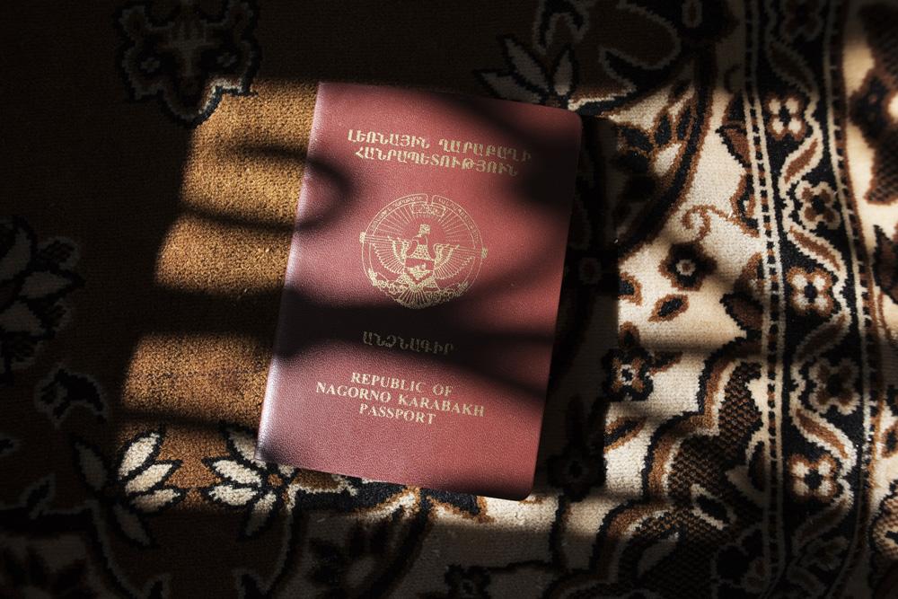 Paspor penduduk tak diakui dunia karena status negaranya. Bila ingin bepergian ke luar negeri, penduduk harus menggunakan paspor dari Armenia.