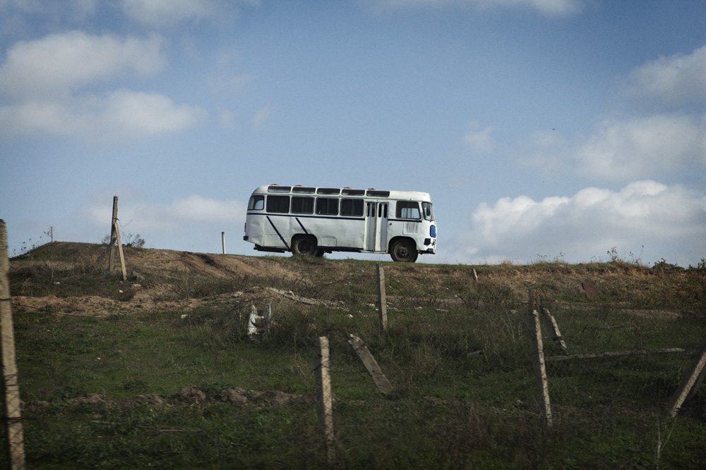 Bus milik Halo Trust, organisasi internasional yang sudah 10 tahun di Karabakh mencari sisa-sisa ranjau.