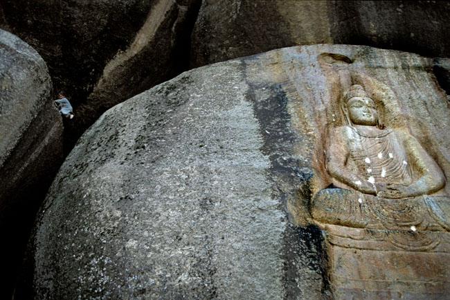 Ukiran kuno berbentuk Buddha dari era Ghandara di Lembah Swat. (Lembah Swat, Pakistan)