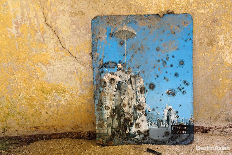 Benda yang tersisa usai eksodus warga Desa Borgo Schirò, Sicily