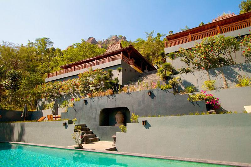 Hotel butik Villa Borobudur dengan arsitektur berundak.