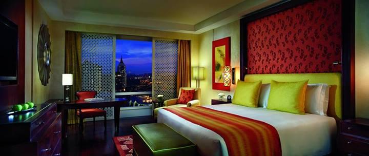 Salah satu dari 277 kamar dengan desain yang mengadopsi unsur tradisional India.