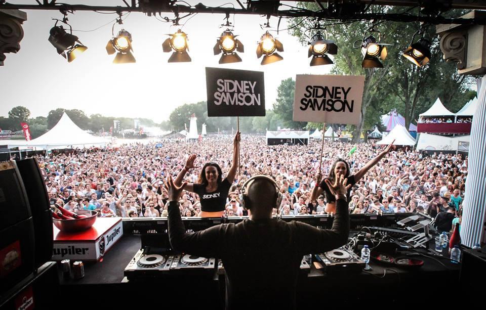 DJ Sydney Samson akan menjadi bintang spesial bersanding dengan Dash Berlin.