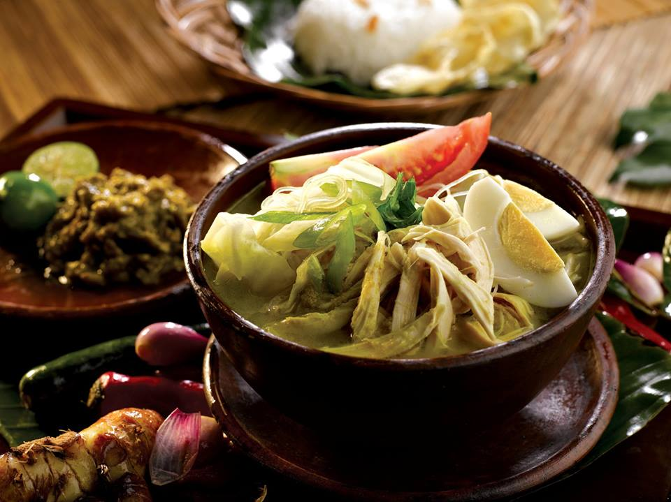 Pilihan menunya variatif mulai dari soto ayam hingga hidangan Italia dan Jepang.