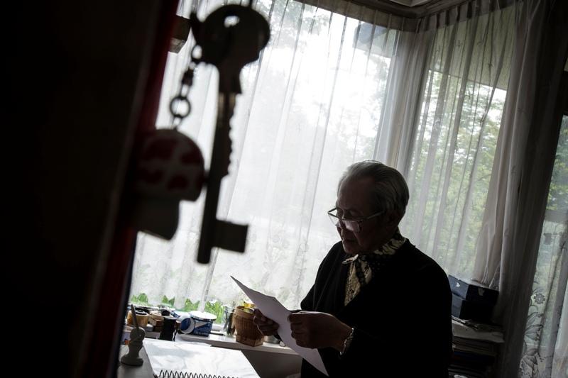 Esai buatan Rosa Panggabean (Antara Foto) mendedahkan kehidupan orang Indonesia yang telah dicabut paspornya sebagai buntut peristiwa 1965. Juara 2 kategori Photo Essay APFI 2014.