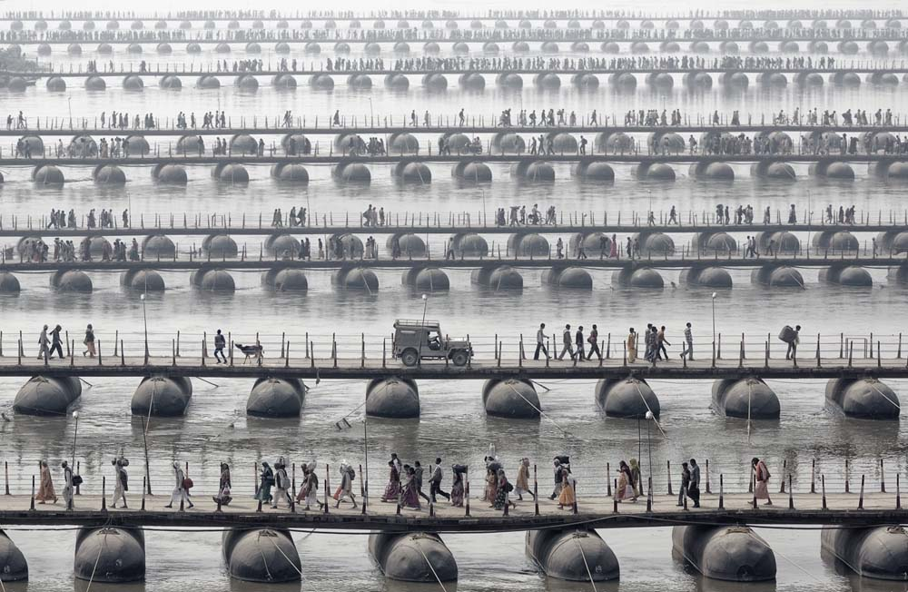 Foto pelaku spiritual Maha Kumbh Mela yang digelar setiap 12 tahun sekali di selatan India karya Wolfgang Weinhardt.