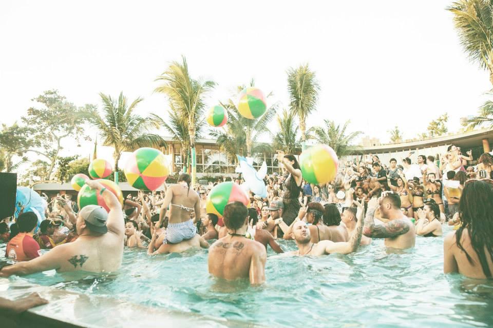 Berpesta di Potato Head Beach Bali.