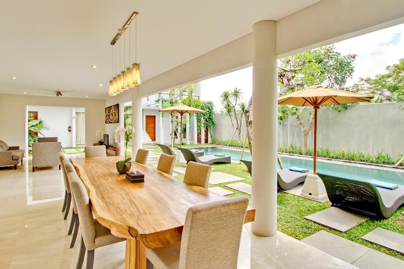 Vila empat kamar dengan kolam renang privat.