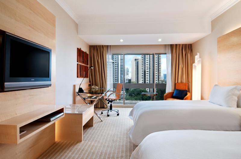 Kamar di Hilton Singapura bergaya modern.