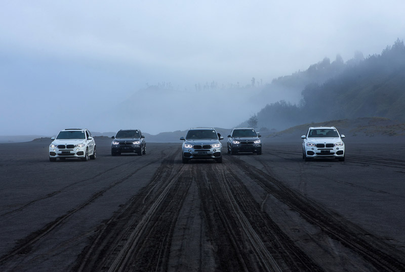 Mobil-mobil SAV tangguh keluaran BMW yang siap mengajak peserta bertualang.