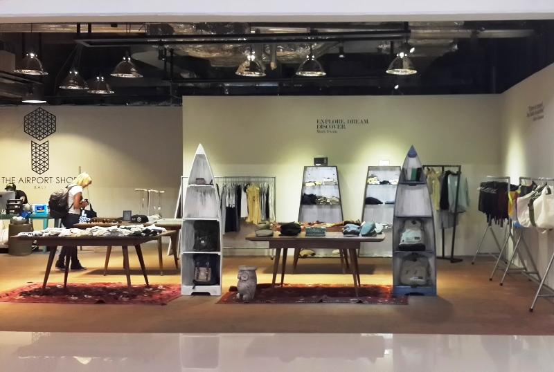 Salah satu toko modern asal Jakarta yang membuka cabangnya di dalam terminal domestik.