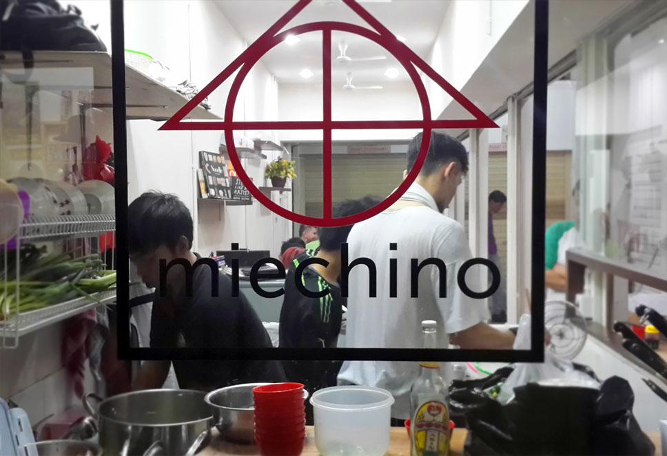 Gerai Mie Chino yang selalu penuh di jam-jam makan.