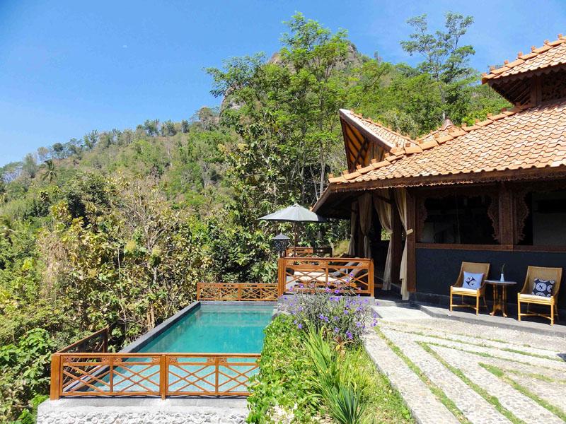 Akomodasi tipe Villa Diponegoro menyuguhkan kolam renang privat.