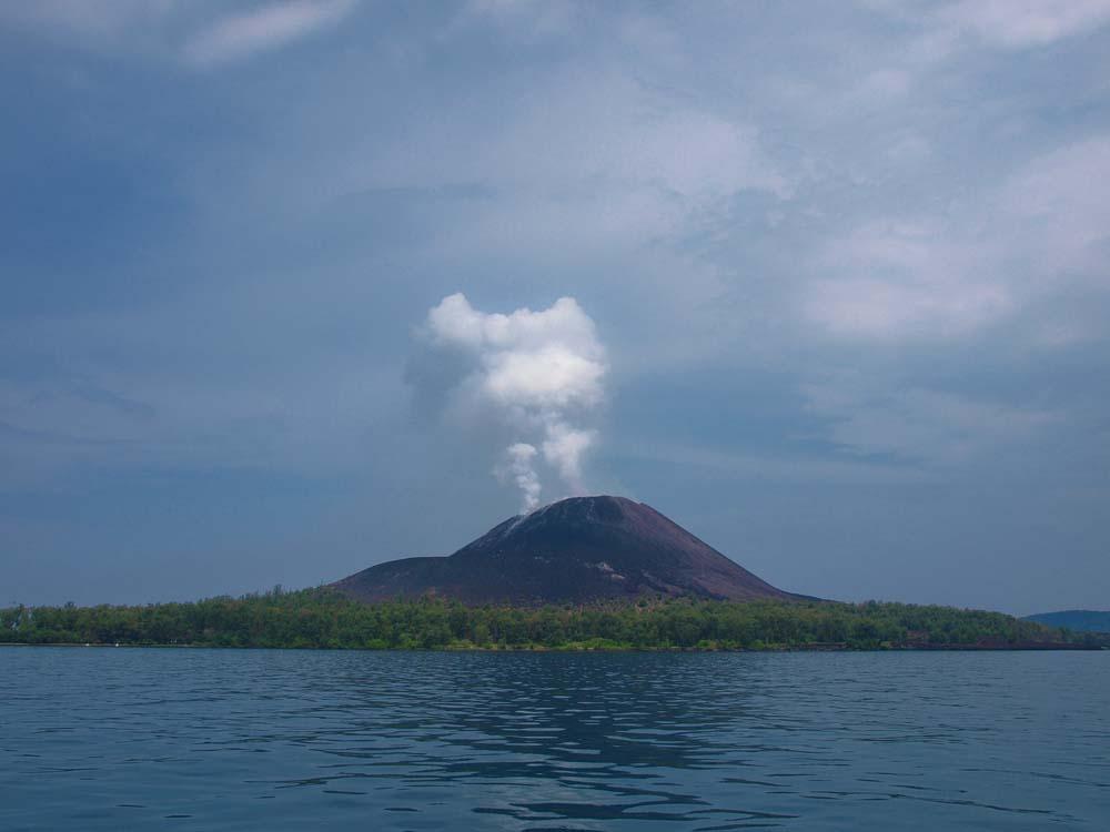 Gunung Anak Krakatau dari dekat.