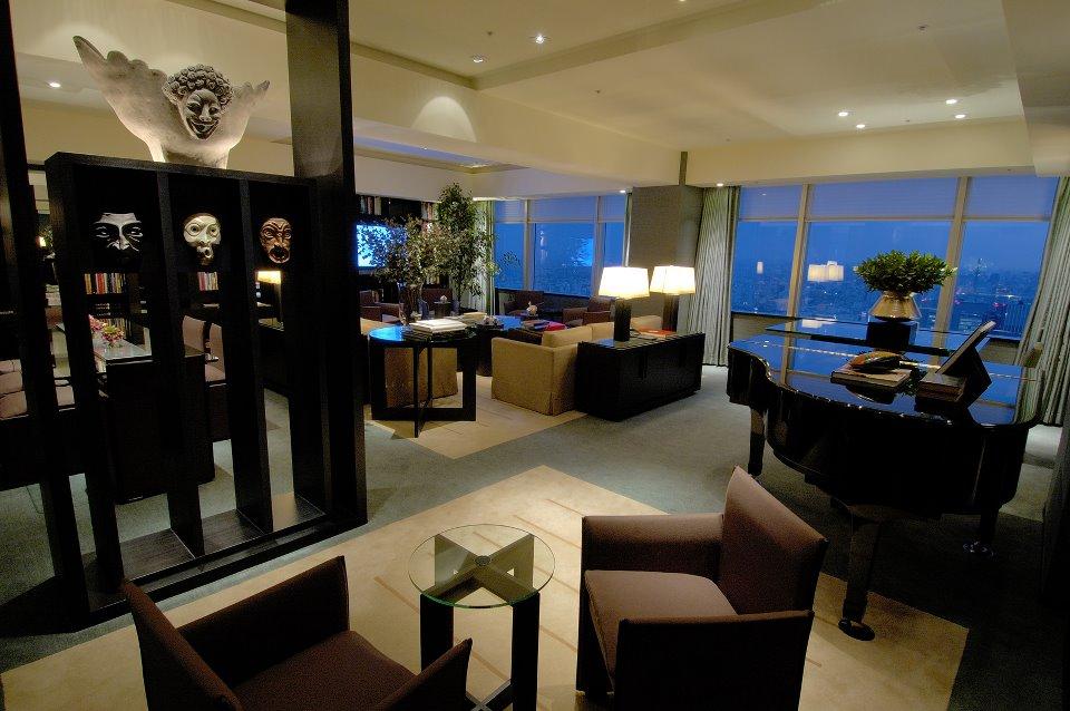 Paket Suite Tempations menawarkan akomodasi semalam di Park Deluxe dan satu malam di Park Suite.