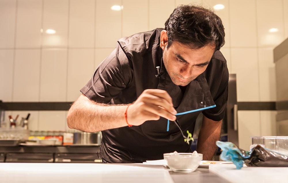 Gaggan, koki yang berhasil mendobrak pakem masakan India yang konvesional.