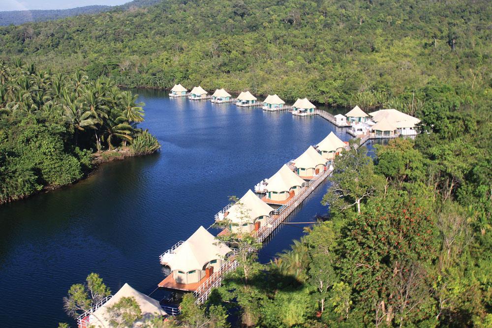 Properti 4 Rivers Floating Eco-Lodge dilihat dari atas.