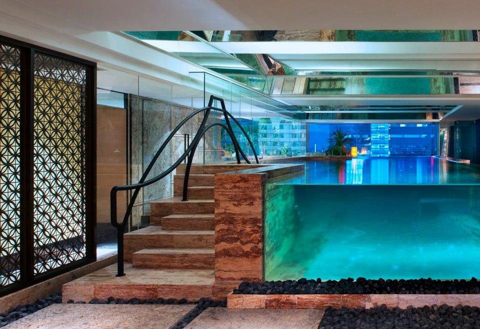 Kolam renang dengan desain yang unik.