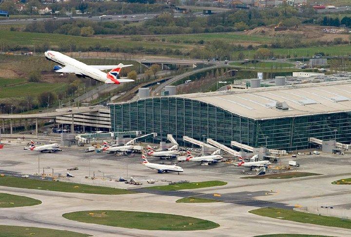Terminal 5; terminal yang baru saja dibuka di Bandara Heathrow.