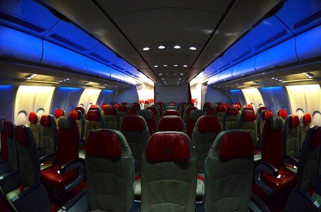 Quiet Zone di dalam pesawat AirAsia X khusus untuk penumpang berumur di atas 12 tahun.