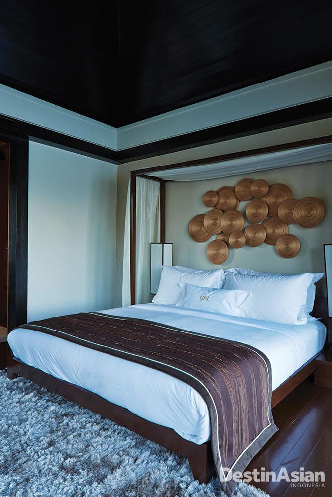 Interior kamar tipe suite di Gaya Island Resort.