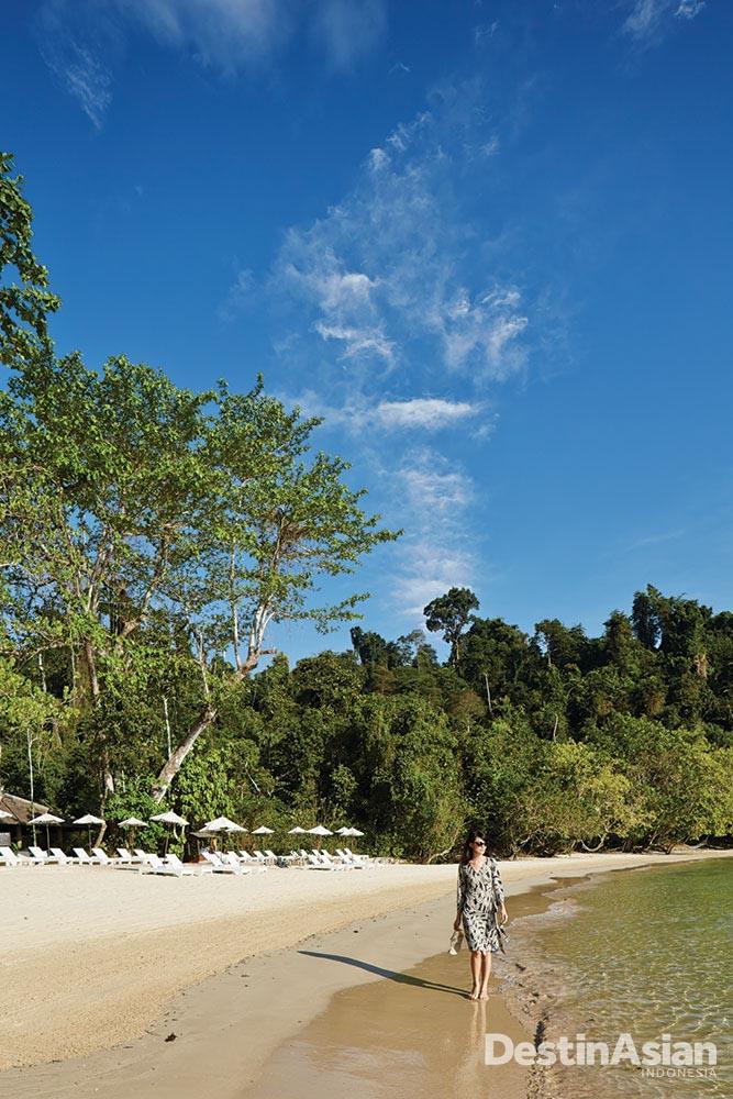 Gaya Island Resort dengan pantai privatnya.