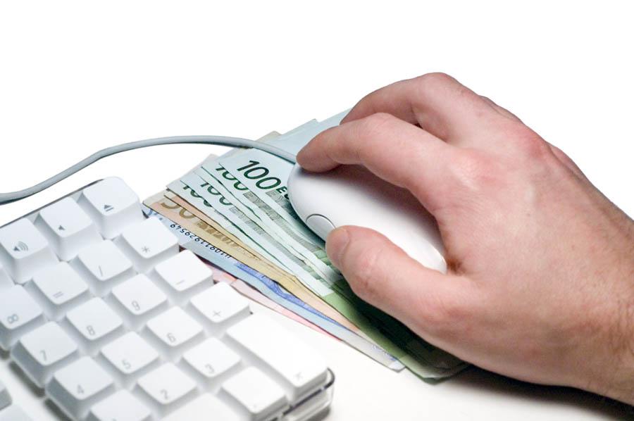 Online booking digemari pelancong karena lebih ringkas.