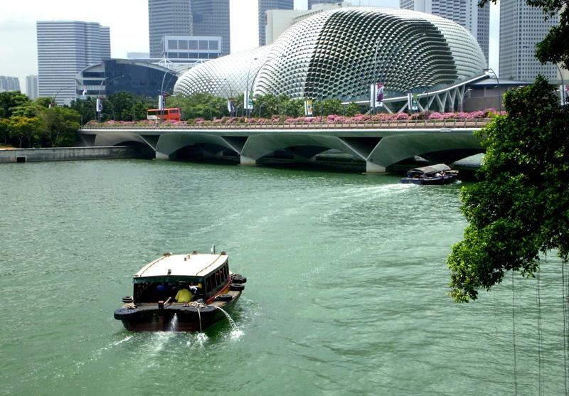 Pameran Singapore STories menampilkan dokumen-dokumen masa lalu Singapura.