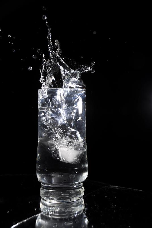 Menjaga asupan air dalam tubuh berguna meminimalisir jet lag.