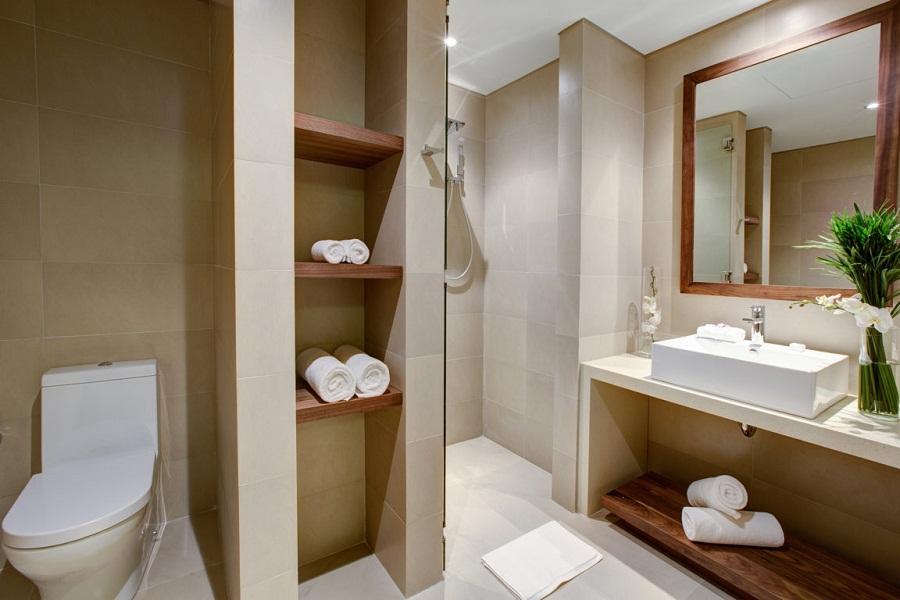 Kamar mandi di tiap unitnya juga luas.