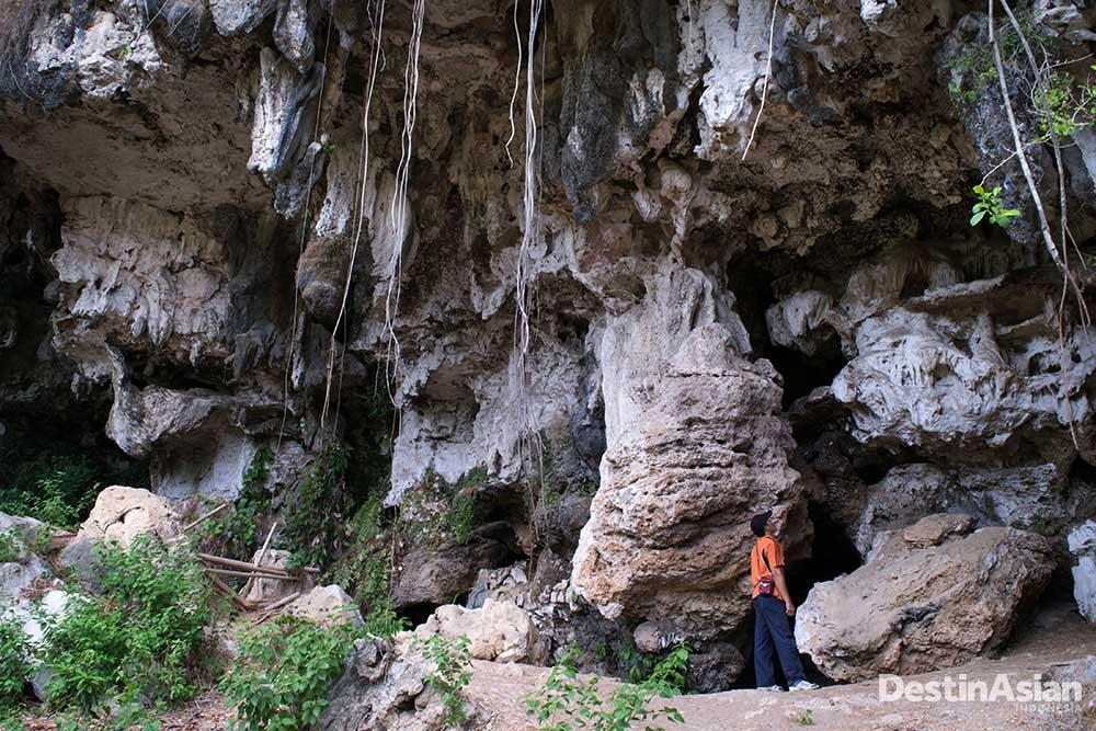 Mulut Gua Petta Kere, salah satu gua di Maros Pangkep yang menyimpan lukisan purbakala.