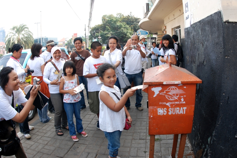 Kegiatan komunitas Weekend Tanpa ke Mall diisi aktivitas-aktivitas edukatif.