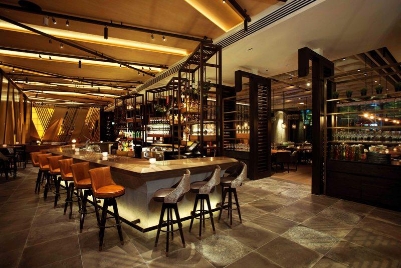 Fasad dan interiornya ditangani oleh firma desain kelas kakap.