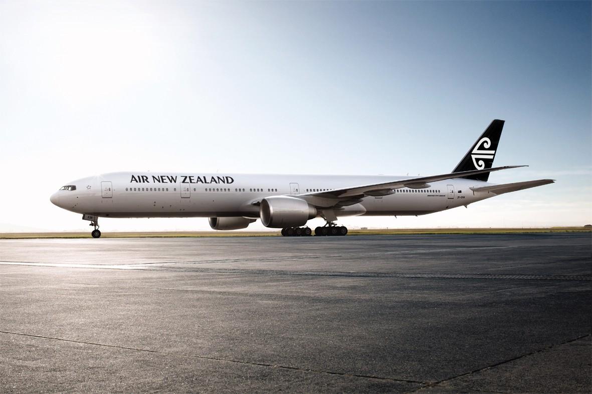 Penerbangan dari Singapura ke Auckland atau Christchurch dilayani setiap hari.