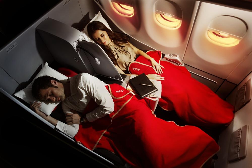 Penerbangan ini memiliki pilihan kabin kelas bisnis dan ekonomi.
