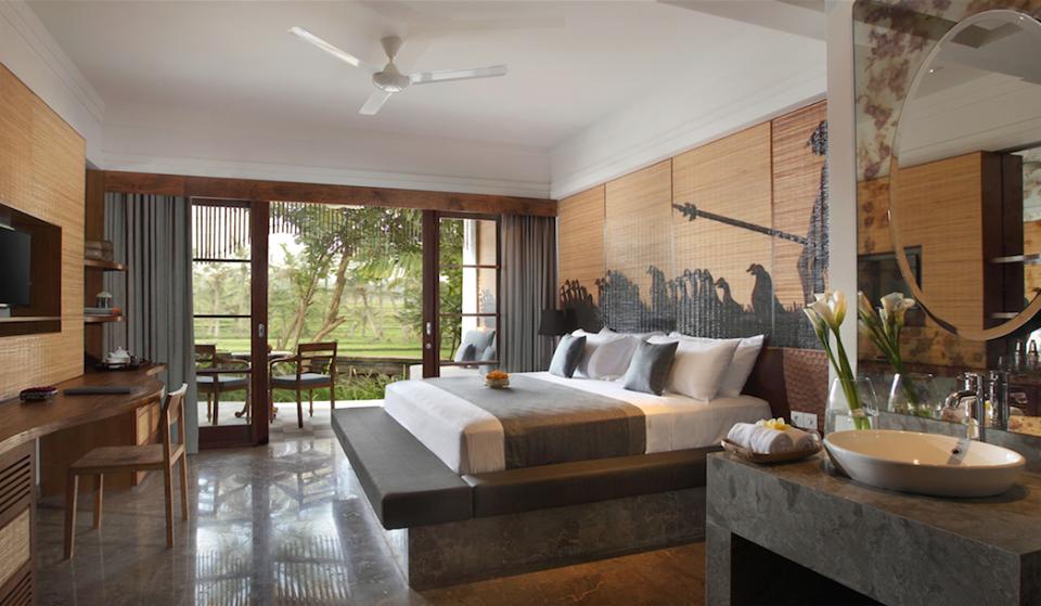 Masing-masing kamar dilengkapi dengan balkon atau teras privat menghadap persawahan.
