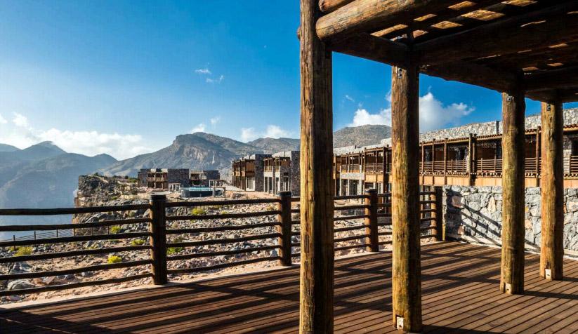 Desain bangunannya mengadopsi rumah khas Omani.