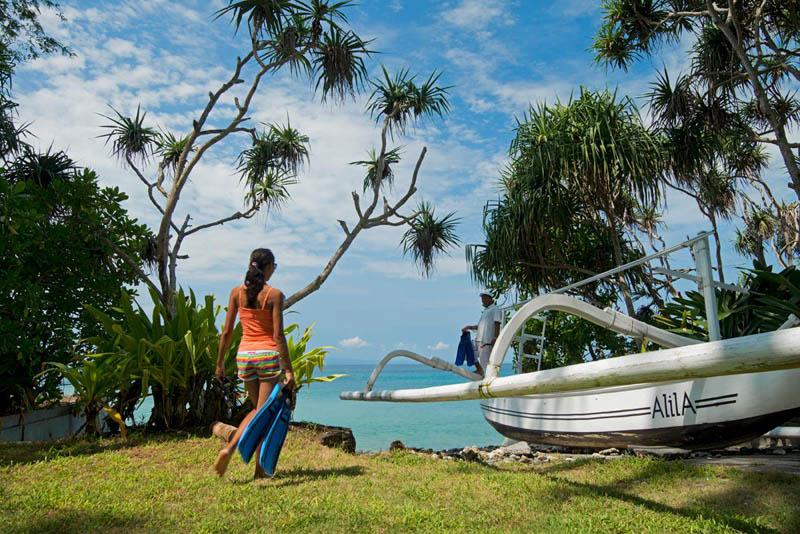 Kapal jungkung yang digunakan untuk memancing.