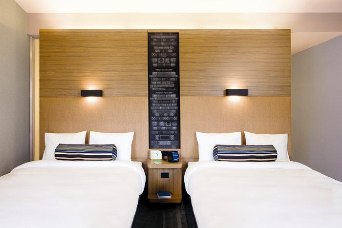 Kamar tipe Double Room yang bergaya minimalis.
