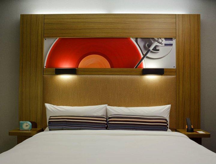 Aloft Harlem, New York menjadi salah satu pioneer sistem tanpa kunci fisik dari Starwood Hotels & Resorts.