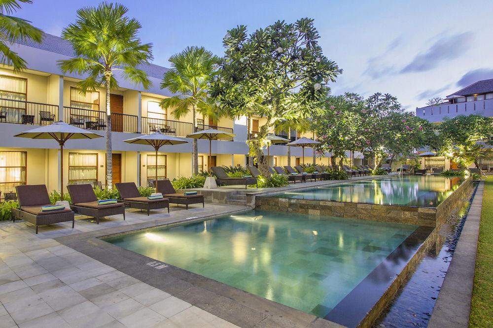 Kolam renang utama di Amadea Resort & Villas.