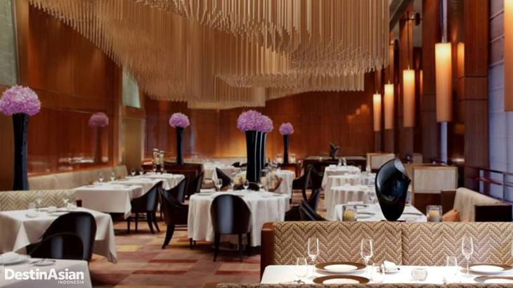 Interior restoran Amber yang tahun ini menduduki posisi keempat dalam daftar Asia's 50 Best Restaurant Awards.