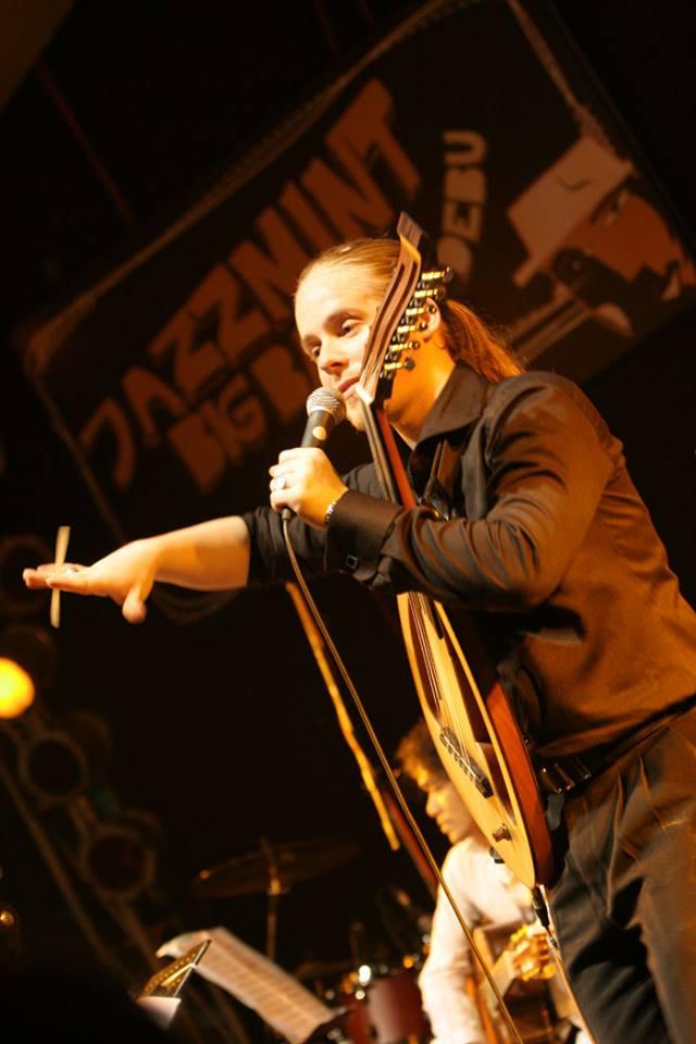 Penampilan grup musik bernuansa Timur Tengah, Debu di Ambon Jazz Plus Festival 2010. (Foto oleh Ambon Jazz Plus Festival)