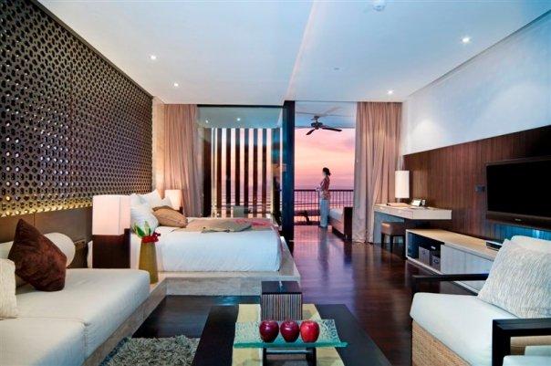 Mayoritas <i>suite</i> menghadap Pantai Seminyak lengkap dengan pemandangan matahari terbenam.