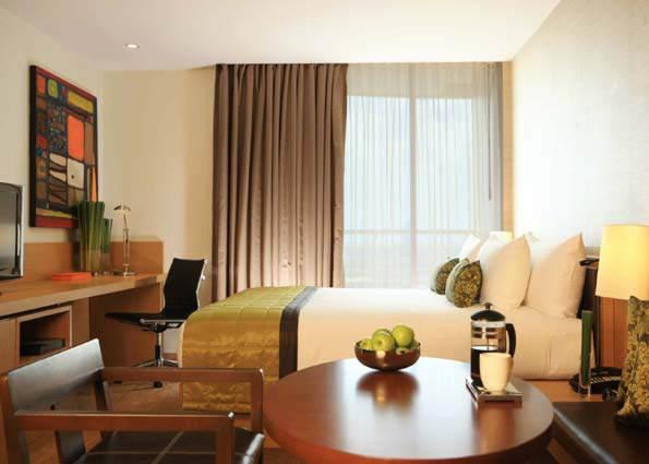 Kamar Kasara Premier di Anantara Bangkok Sathorn. Hotel ini berlokasi di jantung kota Bangkok.