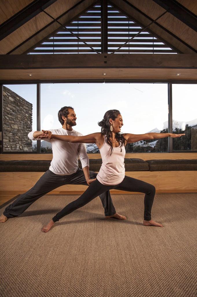 Aktivitas kebugaran seperti yoga sudah termasuk dalam paket retretnya.